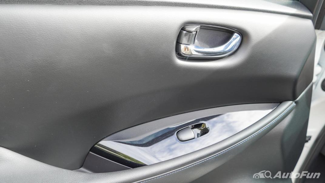 2020 Nissan Leaf Electric Interior 065