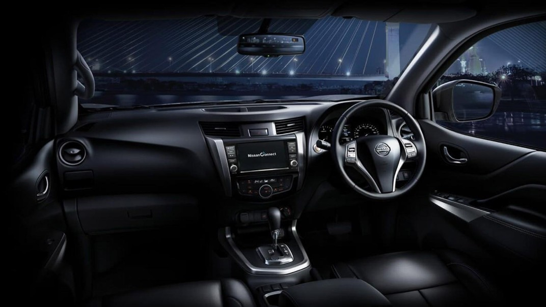 Nissan Navara 2020 Interior 001