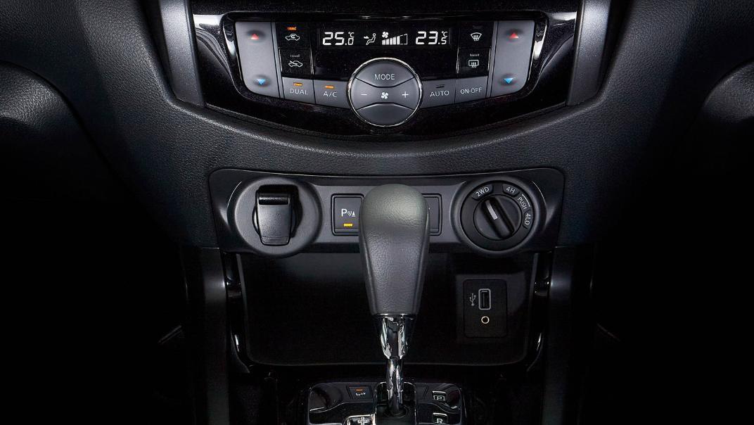 2021 Nissan Navara PRO-4X Interior 072