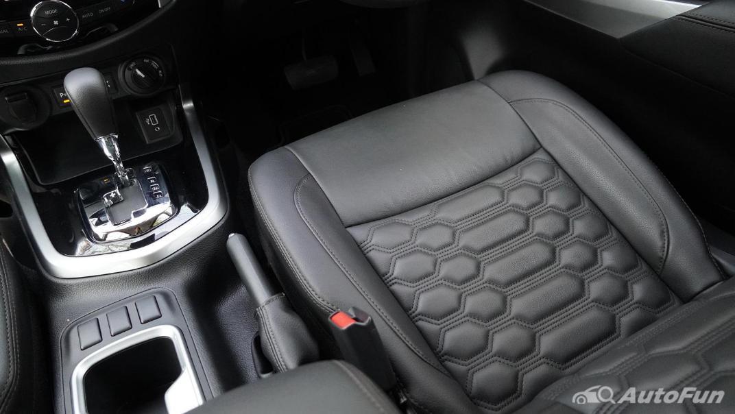 2021 Nissan Navara Double Cab 2.3 4WD VL 7AT Interior 038