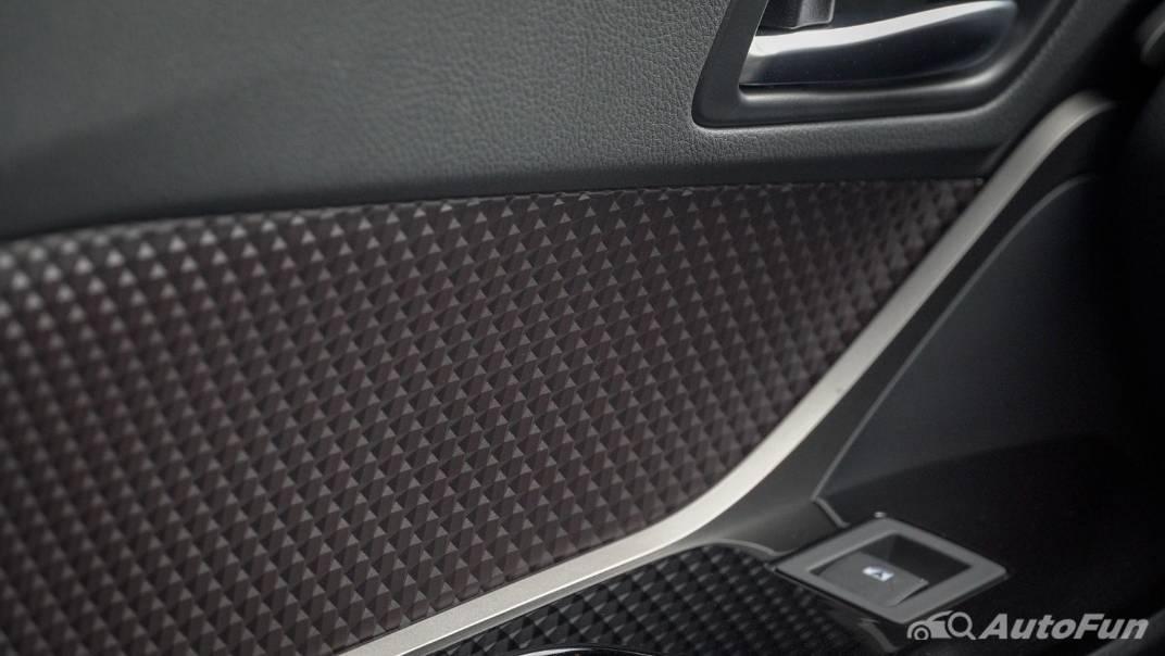 2021 Toyota C-HR Hybrid Premium Safety Interior 028