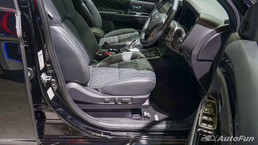 2021 Mitsubishi Outlander PHEV GT Interior 012