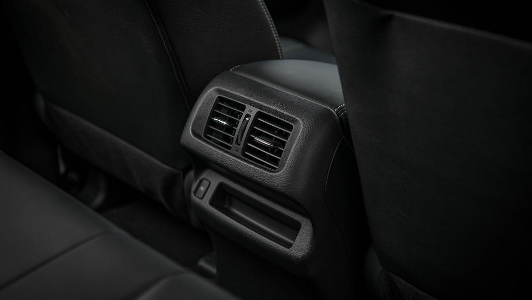 2021 Nissan Navara PRO-4X Interior 086