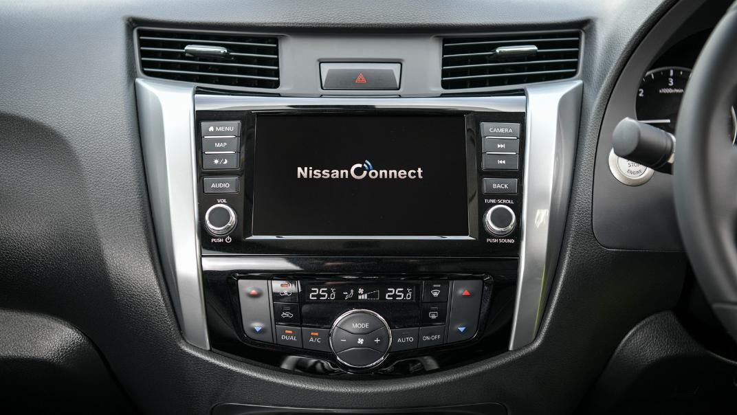Nissan Navara 2021 Interior 027