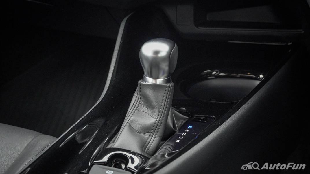 2021 Toyota C-HR Hybrid Premium Safety Interior 044