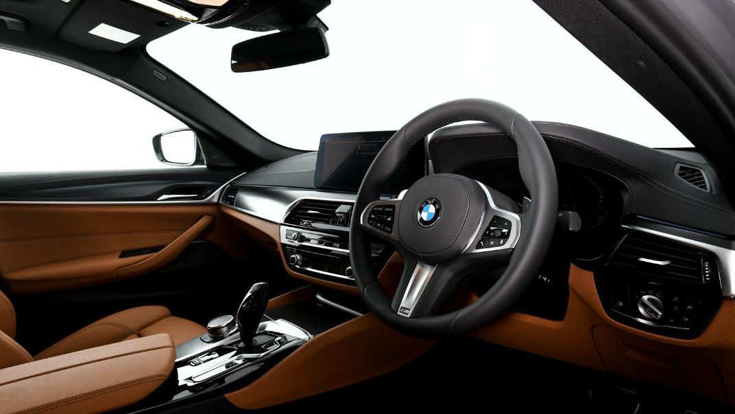 2021 BMW 5 Series Sedan 530e M Sport Interior 024