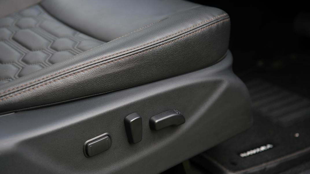 2021 Nissan Navara Double Cab 2.3 4WD VL 7AT Interior 078
