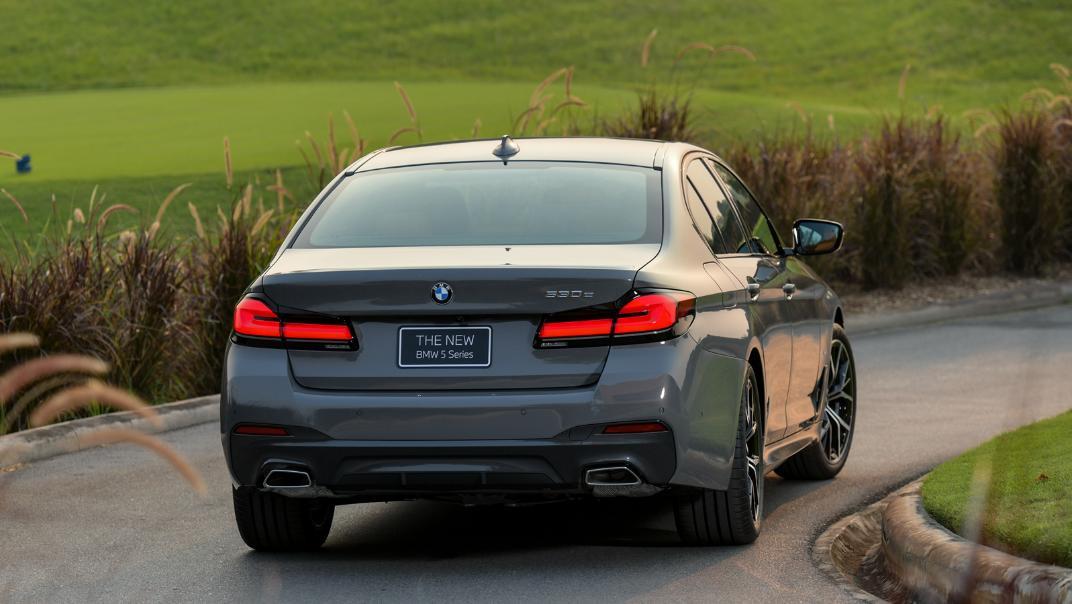 2021 BMW 5 Series Sedan 530e M Sport Exterior 036