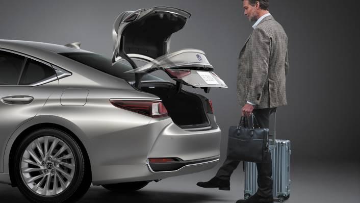2021 Lexus ES 300h Premium Exterior 010