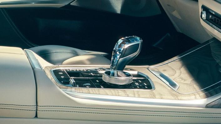 BMW X7 2020 Interior 002