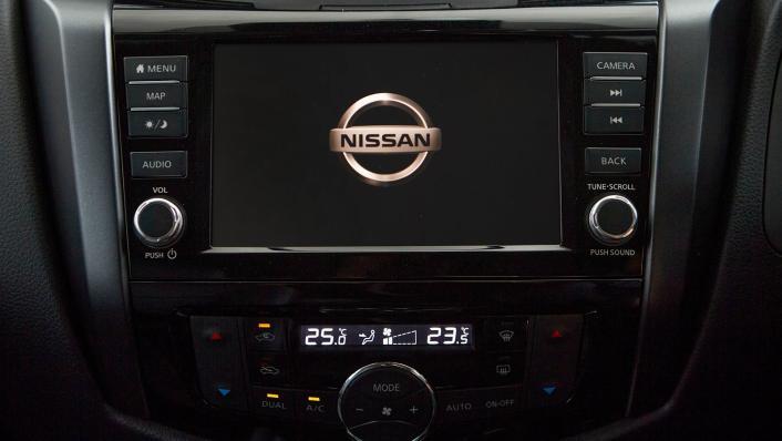 Nissan Navara 2021 Interior 010