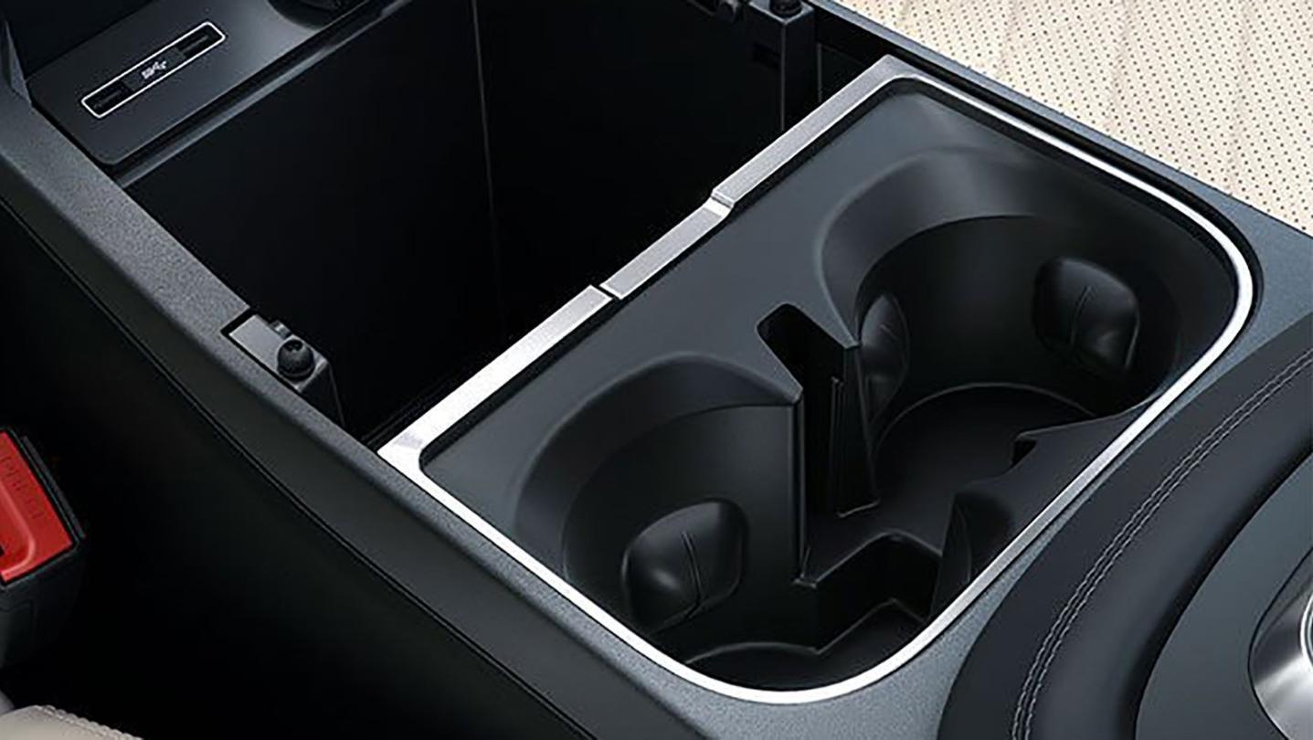 Jaguar E-Pace 2020 Interior 003
