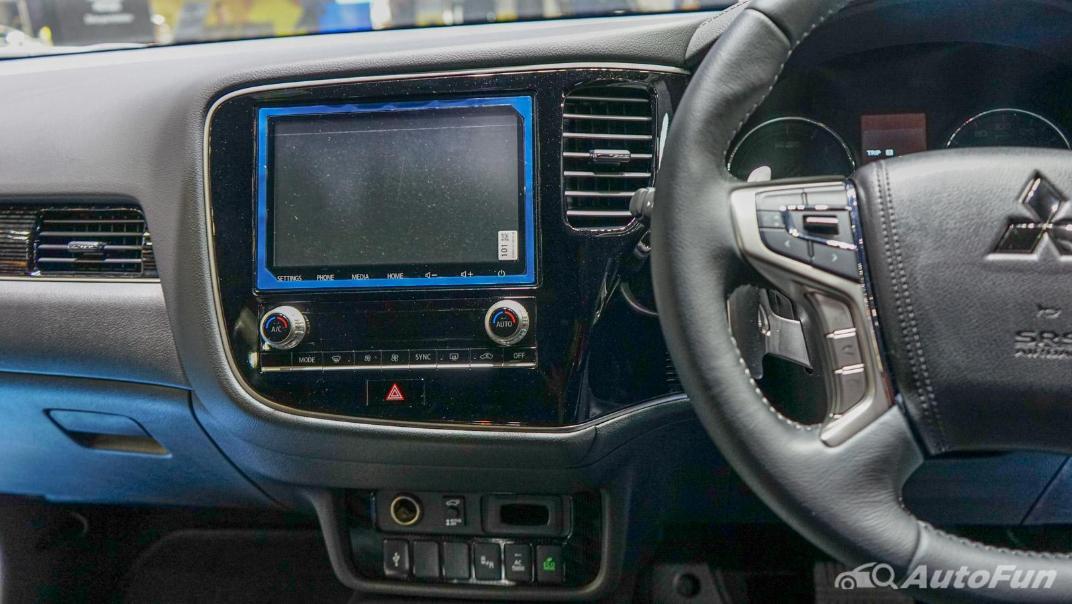 2021 Mitsubishi Outlander PHEV GT Interior 006
