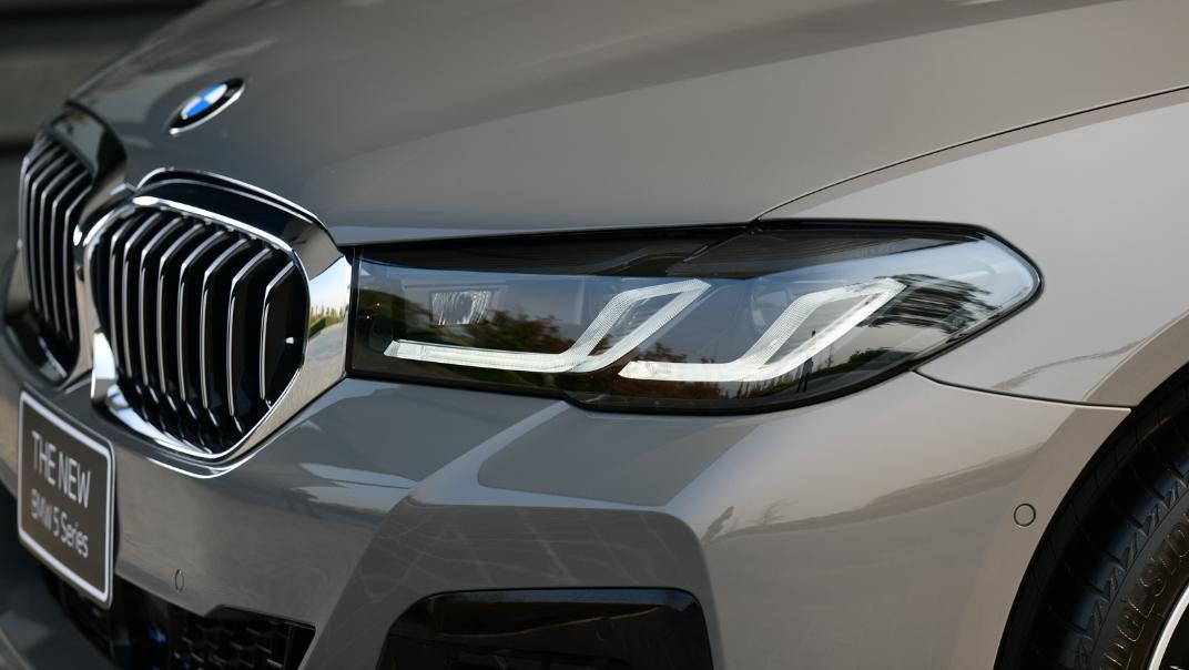 2021 BMW 5 Series Sedan 530e M Sport Exterior 034