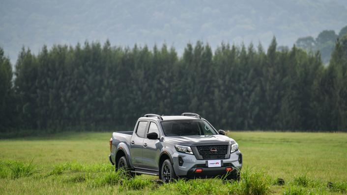 2021 Nissan Navara PRO-4X Exterior 008