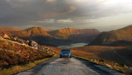 ราคา 2020 Audi E Tron 55 Quattro ใหม่ สเปค รูปภาพ รีวิวรถใหม่โดยทีมงานนักข่าวสายยานยนต์ | AutoFun