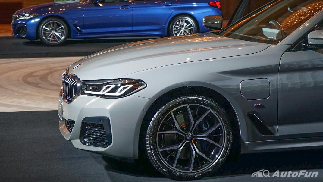 2021 BMW 5 Series Sedan 530e M Sport Exterior 014